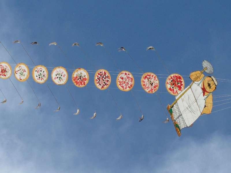 pizza-train-kite-